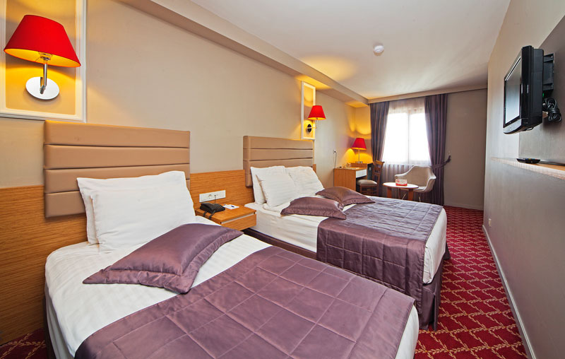 all-seasons-hotel-istanbul-luxery-hotel-best-price-hotel-standart-trible-rooms (4)