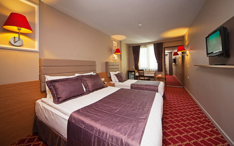all-seasons-hotel-istanbul-luxery-hotel-best-price-hotel-standart-trible-rooms (7)