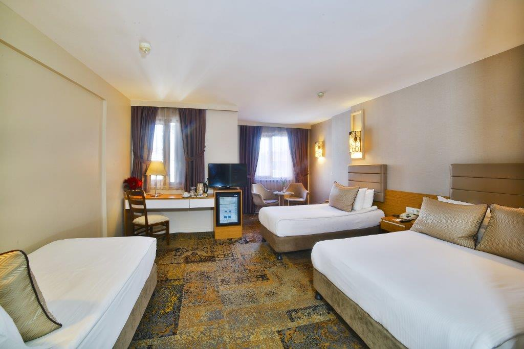 All Seasons Hotel Family Room5M1A2992